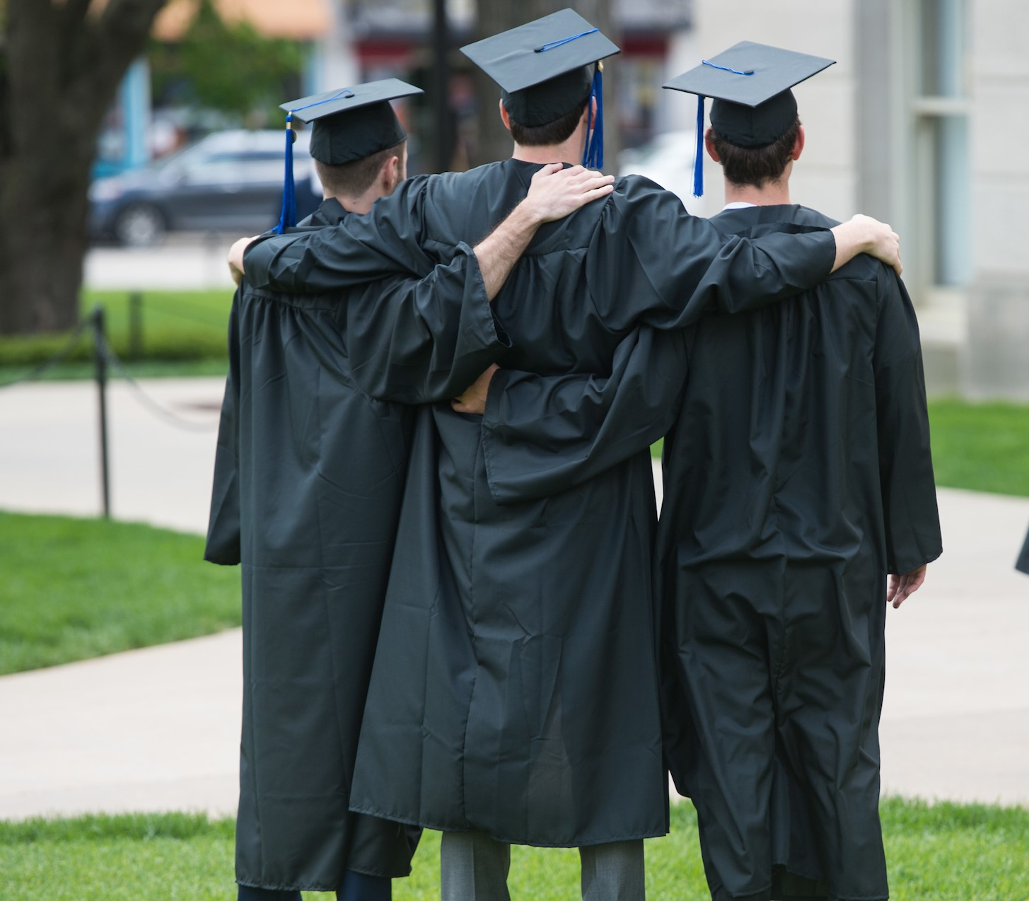 Business Graduates posing on Pentacrest
