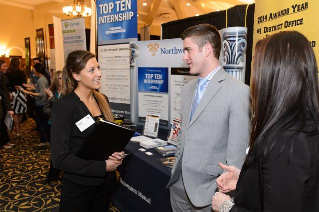 Students at the U of Iowa Career Fair